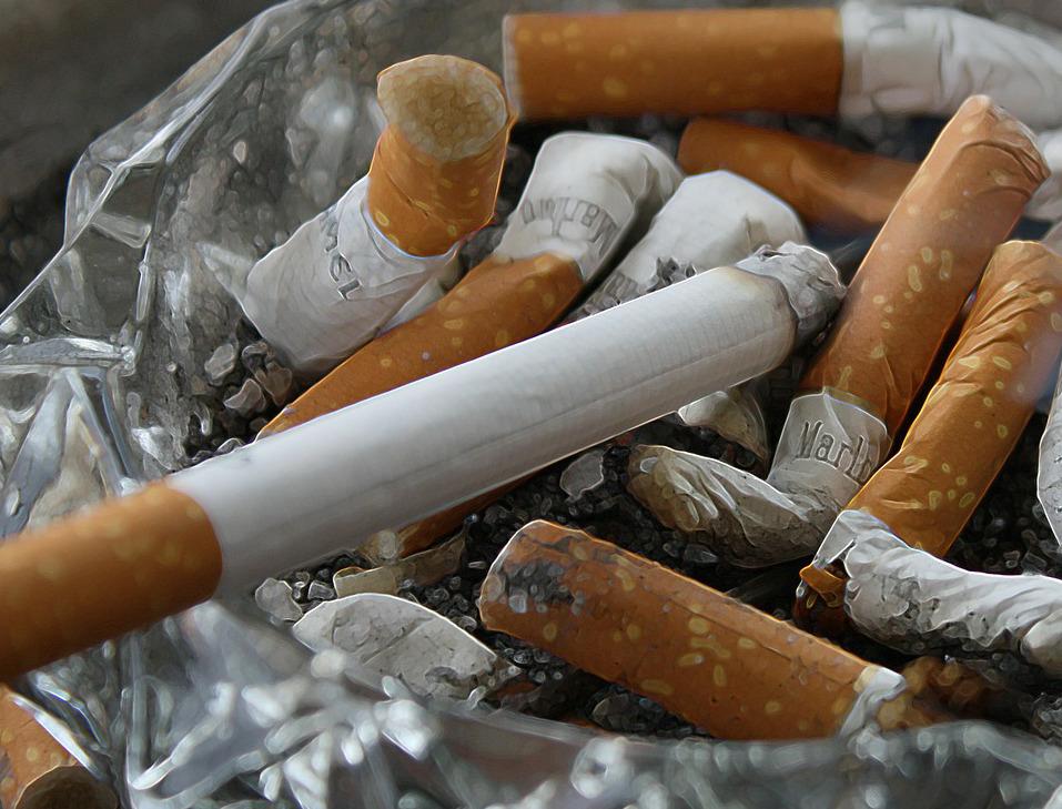 Zigarettenqualm durch Luftreiniger entfernen