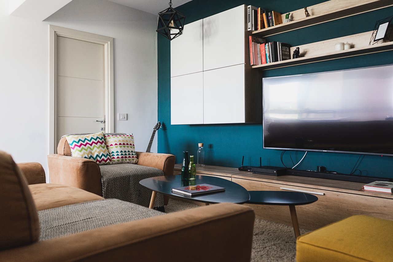 Fernsehschrank aus Holz