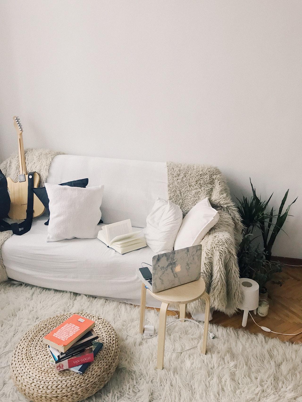 Wolldecke vor Couch