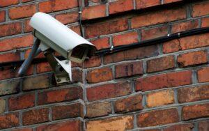 Ueberwachungskamera aussen sichtbar anbringen