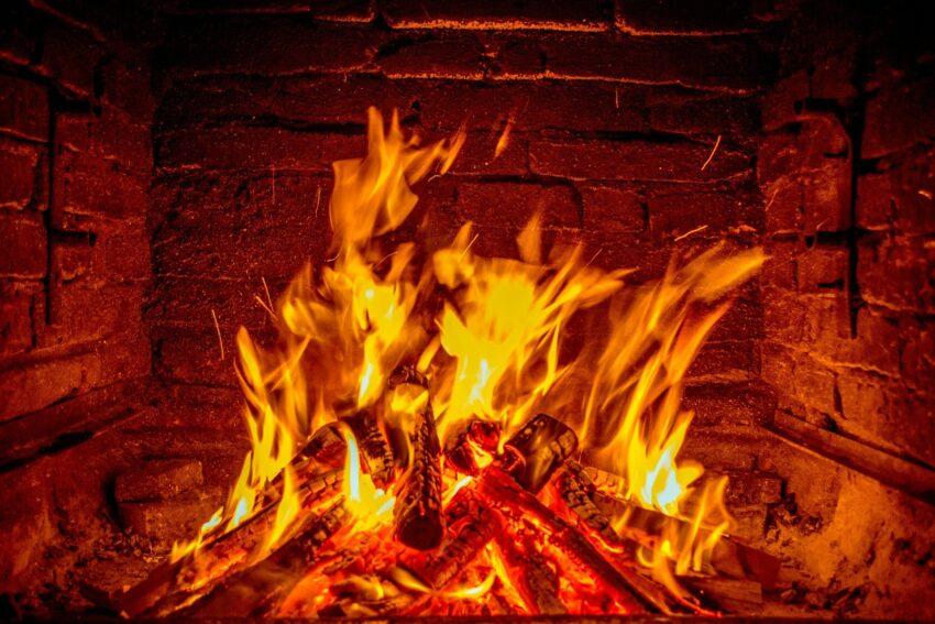 Kaminanzuender Feuer machen