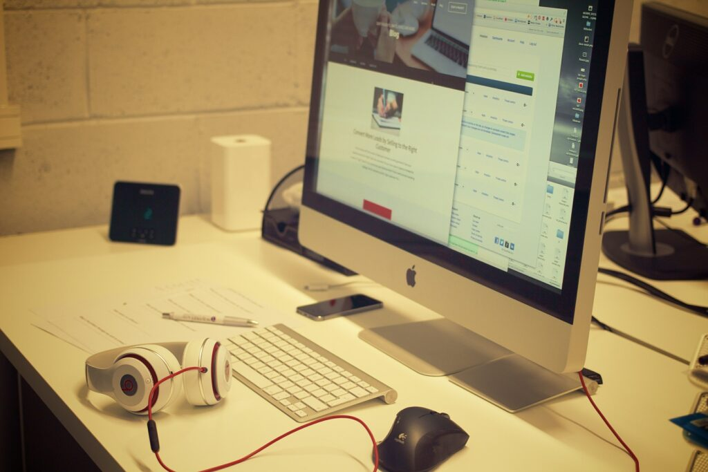 PC Schreibtisch auf kleinem Raum