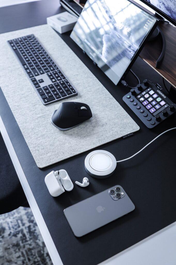 Schreibtischunterlagen erfüllen gleich mehrere praktische und sinnvolle Zwecke.