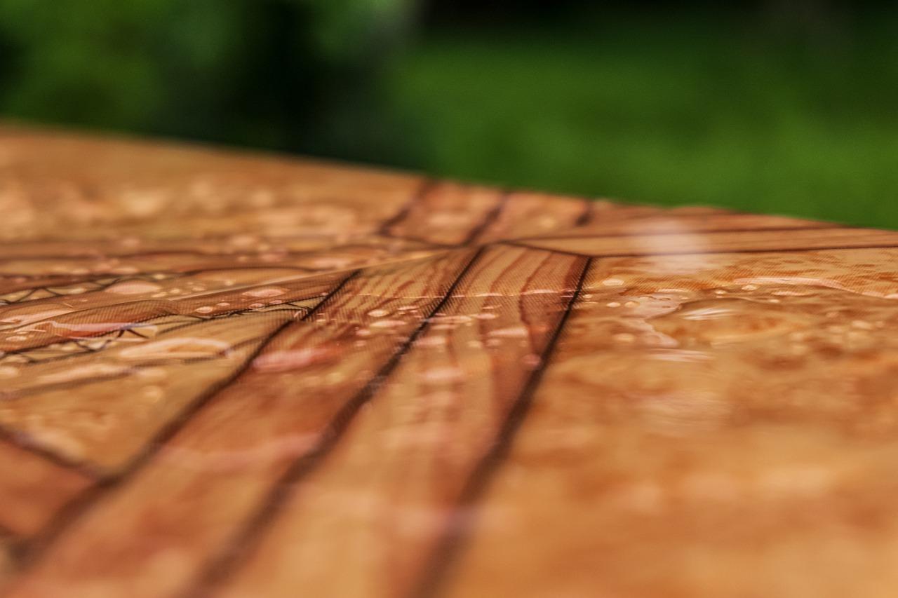 Das Material von Terrassenfliesen ist ein wichtiger Aspekt, da dieses sowohl umweltverträglich als auch wetterfest und auch optisch ansprechend sein muss