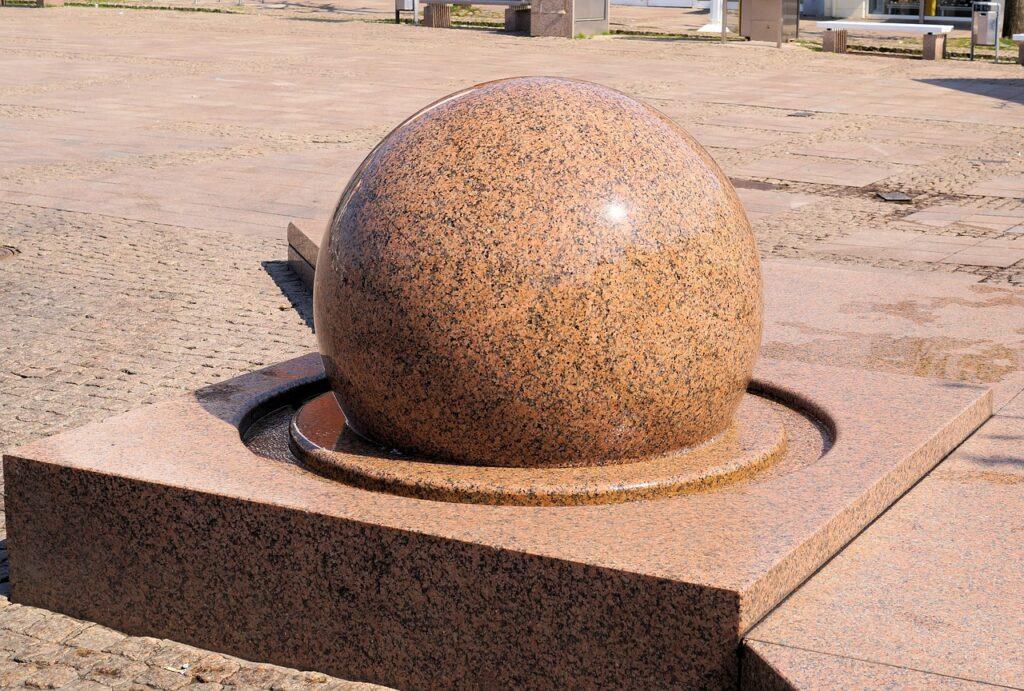 Ein Kugelbrunnen ist ein außergewöhnlicher Blickfang, die sich sowohl für den Innen- als auch im Außenbereich eignen