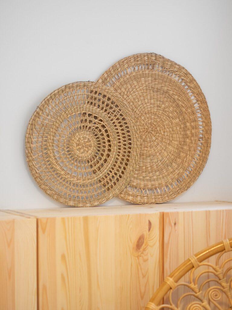 Sehr beliebt sind Topfuntersetzer aus Holz oder Kork.